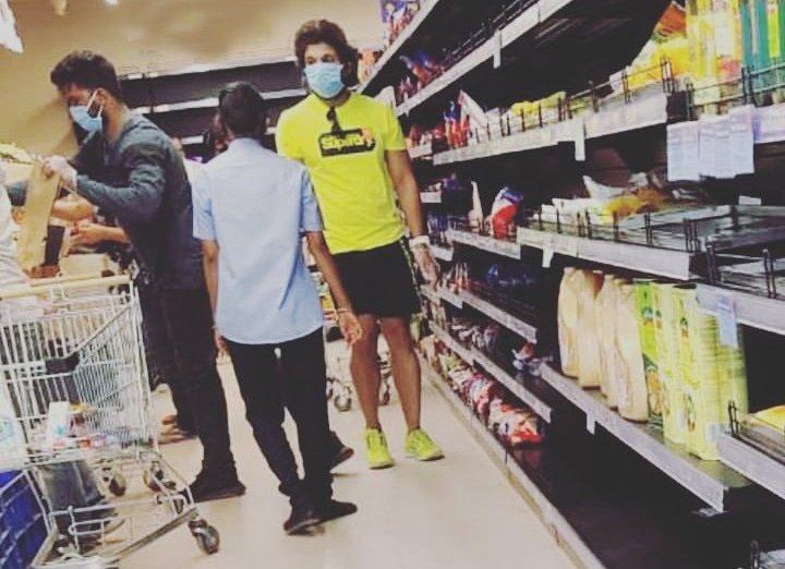 Allu Arjun Enters A Super Market Wearing Mask