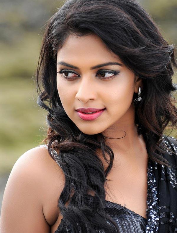 Amala Paul To Comeback In Telugu Films