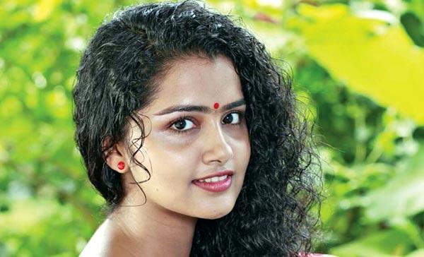 Anupama Sacrificed Studies For Movies
