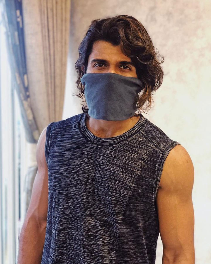 Deverakonda in Mask! Message on Mask!