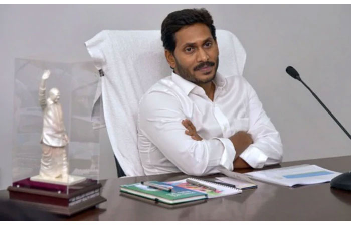 Jagan Cuts Employees Salaries Due to KCR Pressure!