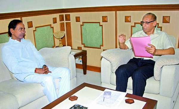 KCR meets Governor, urges immediate split of HC