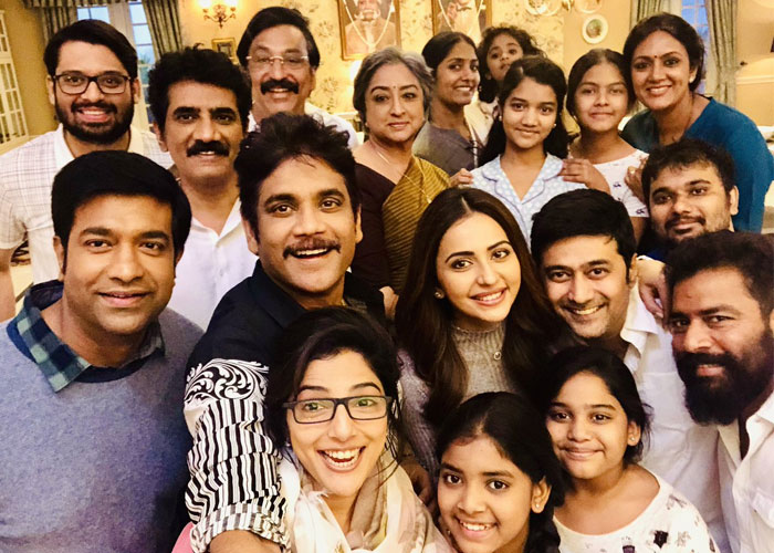 Nagarjuna with Manmadhudu 2 Film's Team