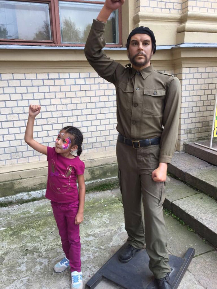 Polina Anjani at Cheguera wax statue