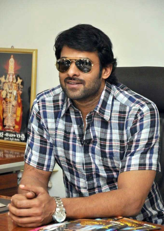 Prabhas wishes Team 'Rudhramadevi' for the Movie's Success