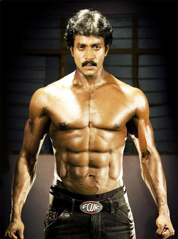 Sunil To Rip Off Shirt Exposing Six Packs One More Time