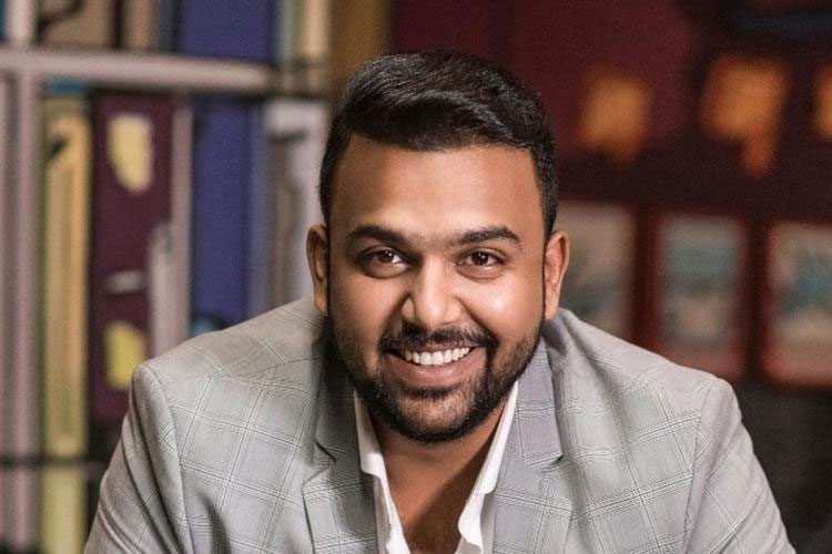 Tharun Bhascker Files a Case on Mahesh Fans!