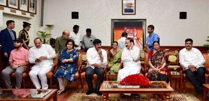 Venkaiah Naidu Praises Sye Raa