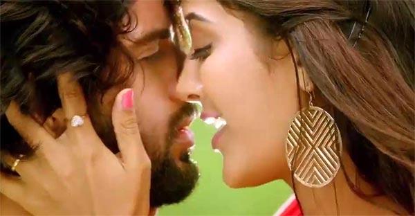 Vijay Devarakonda, Pooja Jhaveri Lip Kiss In Dwaraka