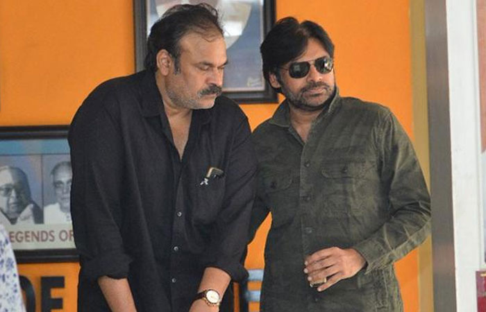 YS Jagan's Online Media Shocked with Pawan and Nagababu