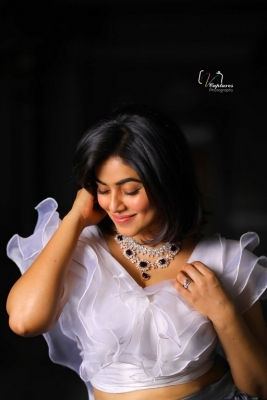 Poorna Latest Pics - 8 of 8