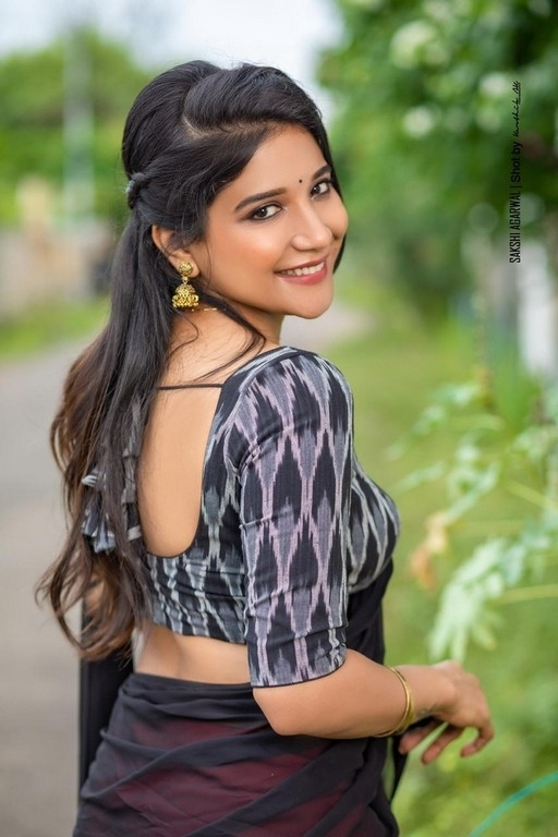 Sakshi Agarwal - 2 / 4 photos