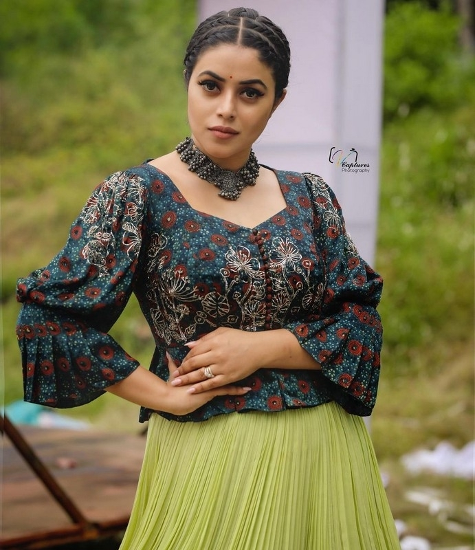 Poorna New Photos - 6 / 10 photos