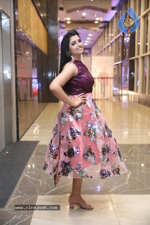 Anchor Syamala Pics - 14 / 19 photos