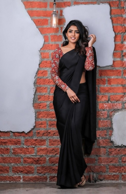 Eesha Rebba Saree Photos - 5 / 7 photos