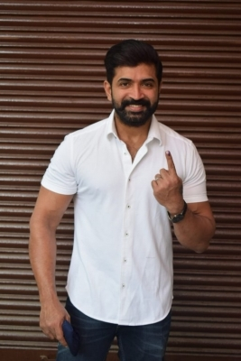 Celebrities casting vote in TN Elections - 18 of 35