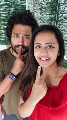 Celebrities casting vote in TN Elections - 20 of 35