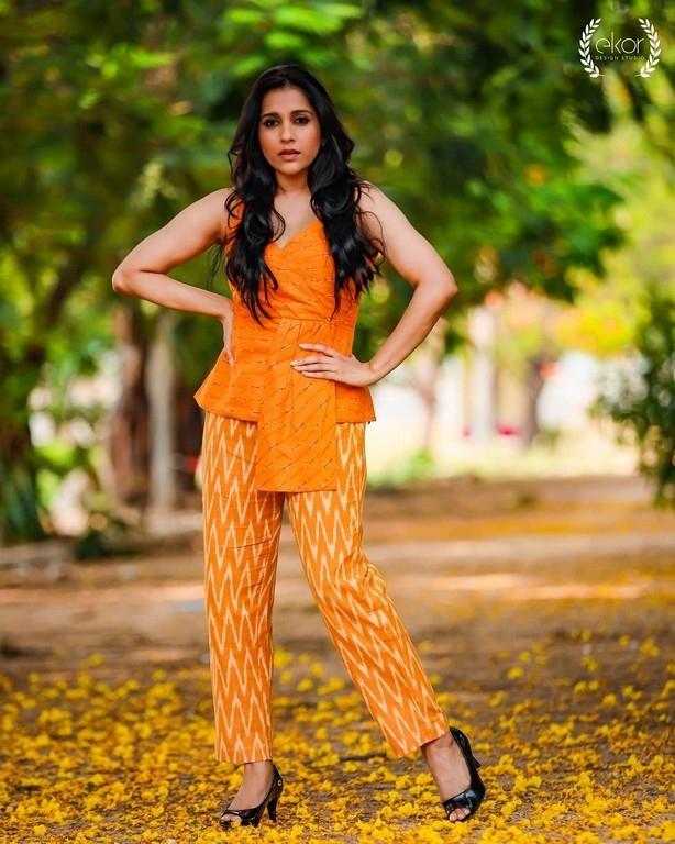 Rashmi Gautam Photos - 5 / 6 photos
