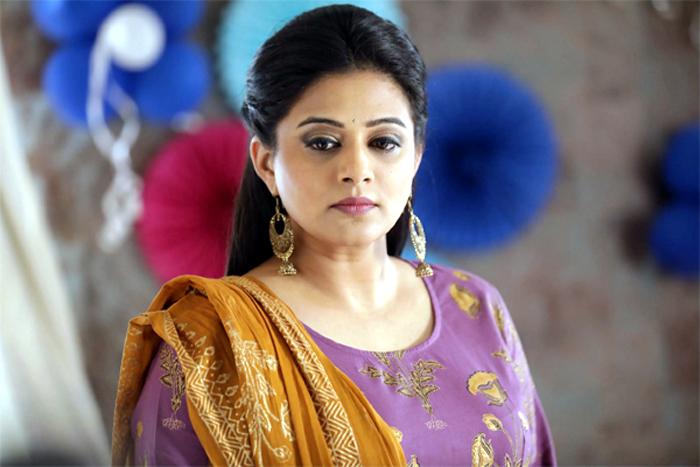 actress priyamani,star heros,star heroines,remunaration,tollywood  స్టార్ హీరోలూ స్పందించండి.. ప్రియమణి డిమాండ్