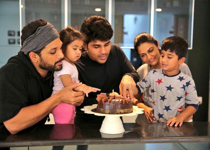 allu arjun,allu sirish,birthday,celebrations,social media  అల్లువారి అన్నదమ్ముల అనుబంధం..!