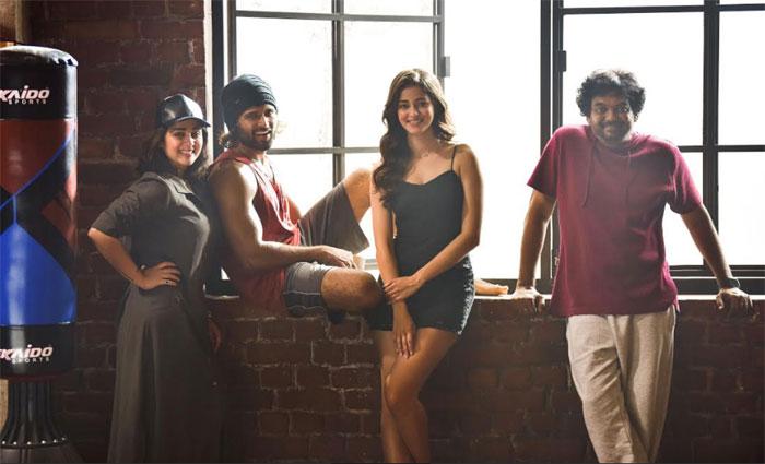 ananya pandey,heroine,vijay deverakonda,puri jagannadh,movie  పూరి 'ఫైటర్' కోసం పోరి లైన్లోకొచ్చింది..!