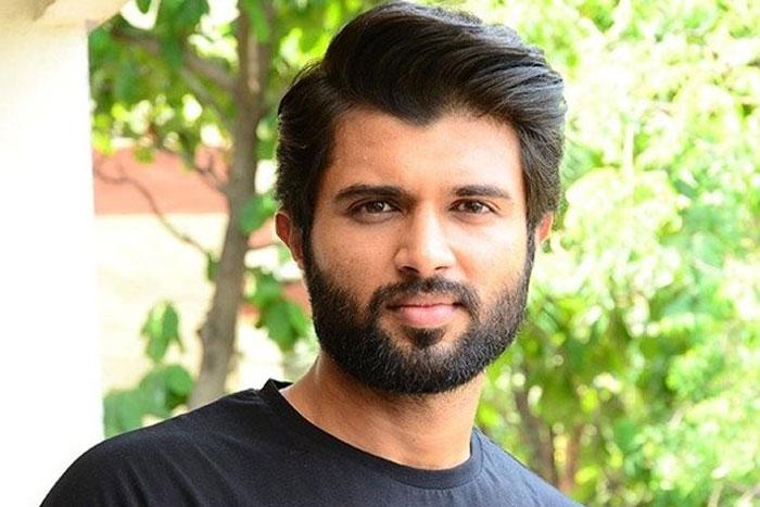 vijay deverakonda,anty fans,trolling,social media  విజయ్తో యాంటీ ఫ్యాన్స్ ఆడేసుకుంటున్నారుగా!