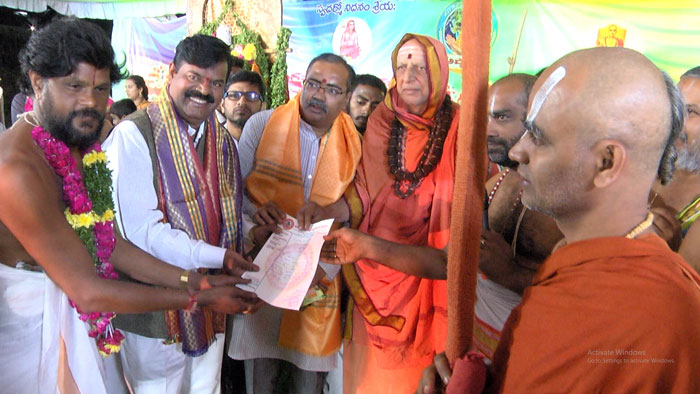 brahmins,serious,sarabha movie,controversy  'శరభ' చిత్రంపై బ్రాహ్మణుల అటాక్..!