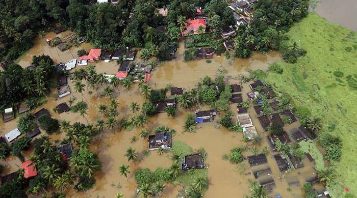 donations list,kerala,kerala flood victims,star heroes,celebrities  కేరళ కోసం తరలి వస్తున్న సెలబ్రిటీలు!