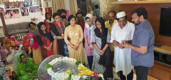 chiranjeevi,comedian ali,mother,condolences  అలీకి మాతృవియోగం.. చిరు పరామర్శ