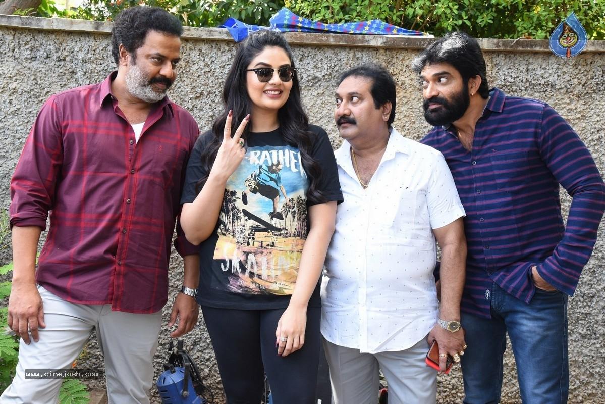 crazy uncles press meet,crazy uncle movie,sreemukhi,sree mukhi  'క్రేజీ అంకుల్స్` శ్రీముఖికి  బాగా నచ్చారు!