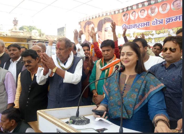 nagma,campaign,congress party,madhya pradesh  నగ్మా.. ప్రచారానికి వస్తే లగ్గాయితే..!
