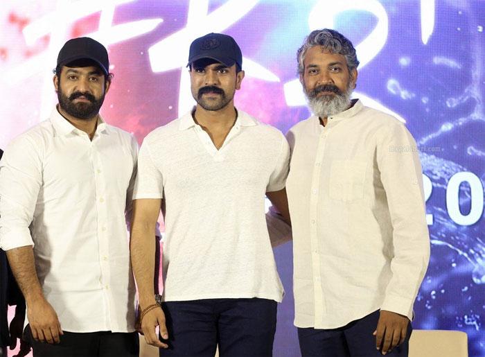 ram charan,rajamouli,ntr,rrr movie,new update  RRR: ఇంట్రడక్షన్ సీన్లకే అంతా..!!
