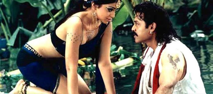 shriya saran,venkatesh,asuran remake,suresh babu,suresh productions,venkatesh and shriya  'అసురన్' రీమేక్లో వెంకీకి తోడు దొరికినట్లే..!
