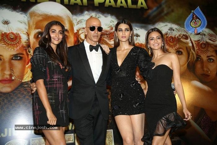 housefull 4 movie,akshay kumar,pooja hegde,kriti kharbanda,kriti sanon  'హౌజ్ ఫుల్ 4' ప్రెస్మీట్ విశేషాలివే..!