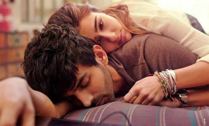 love aaj kal,sara ali khan,bollywood,romantic,box office report  ఈ ఒక్క సినిమాతో పేరు మొత్తం పోయింది