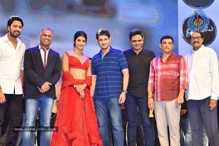 maharshi movie,vijayotsavam,mahesh babu,vijayawada,maharshi team,celebrities,pooja hegde,allari naresh,vamsi paidipalli  దీనికన్నా గొప్ప కాంప్లిమెంట్ వినలేదు: మహేష్
