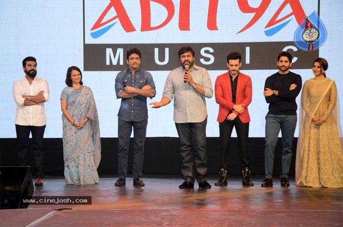 mega star chiranjeevi,hello movie,akkineni family,brother,nagarjuna,akhil,pre release event,hello  'హలో'కి, అక్కినేనికి ఉన్న సంబంధం అది: చిరు!