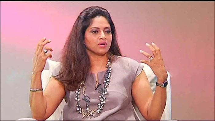 nadhiya,reveals,big secret,nadiya,interview,updates  చెంప దెబ్బ కొట్టలేక చాన్స్ మిస్ చేసుకుంది!