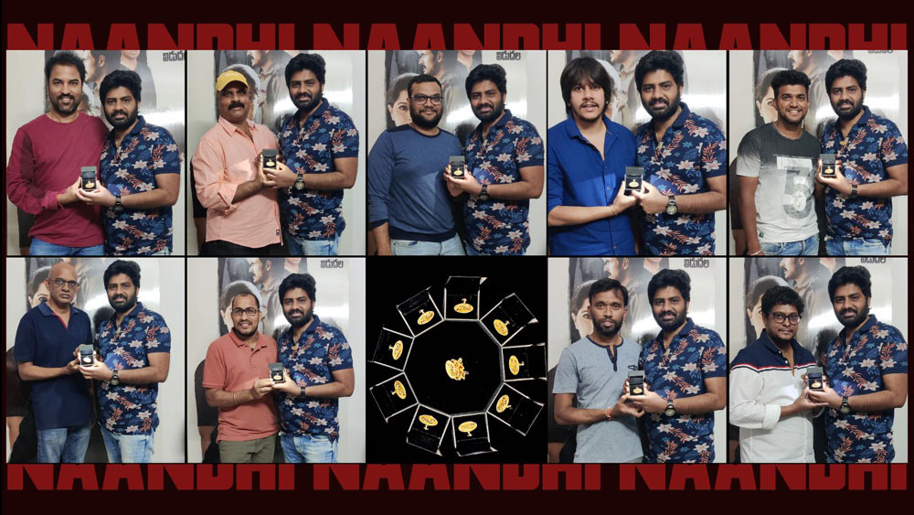 nandi director,vijay kanakamedala,celebrates,success,distributing gold coins  సక్సెస్ అందరితోనూ