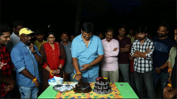 director,konda vijay kumar,birthday,orey bujjiga,sets  'ఒరేయ్ బుజ్జిగా' సెట్లో దర్శకుడి బర్త్డే వేడుక