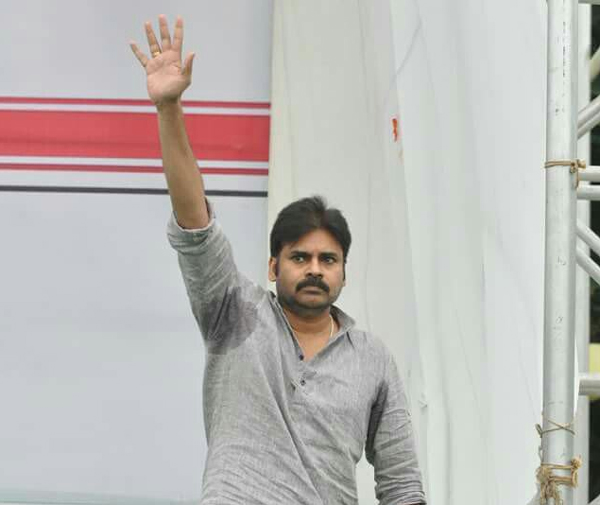 pawan kalyan,kakinada public meeting,janasena,power star,pawan kalyan meeting at kakinada,highlights of pawan kalyan kakinada meet  దక్షిణ భారతీయులపై ఎందుకీ వివక్ష?-పవన్