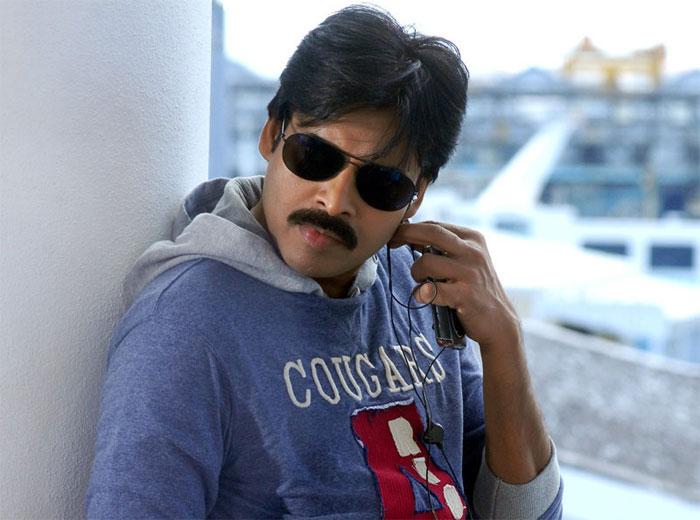 pawan kalyan,duel role,teenmaar,krish,double role  పవర్ స్టార్ సెకండ్ టైమ్ డబుల్ రోల్?