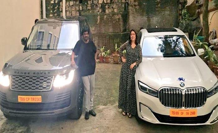 puri jagannadh,charmy kaur,ismart shankar,costly cars  లగ్జరీ కార్లతో పూరీ-ఛార్మీ ఫుల్ ఎంజాయ్!