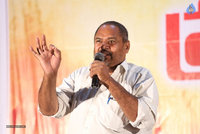 r narayana murthy,revealed,top secret,chiranjeevi,marketlo prajaswamyam  మెగాస్టార్ కెరీర్ మొదటిరోజులను గుర్తు చేశాడు!