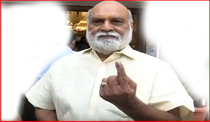raghavendra rao,vote,hyderabad,serious,rumours,telangana,polls,director  అలిగి వెళ్లలేదు.. కావాలంటే చూడండి: దర్శకేంద్రుడు