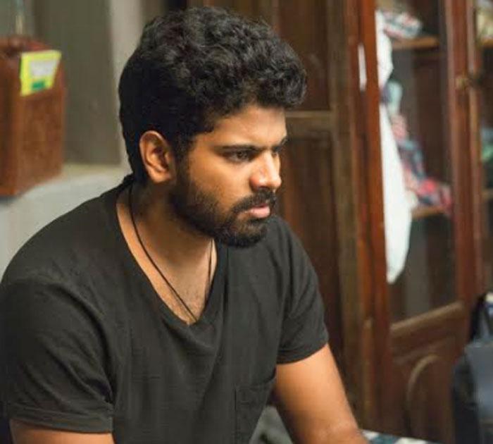 ram charan,mathu vadalara,movie,teaser,launch  రామ్చరణ్ ఆవిష్కరించిన 'మత్తువదలరా' టీజర్!