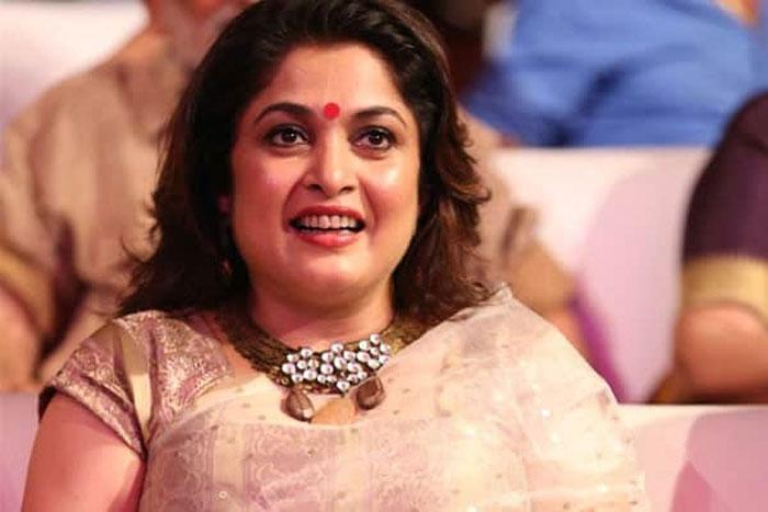 romantic,mandira bedi,ramyakrishna,reshoot,puri jagan,puri akash  ఆమె చేసినవి రమ్యకృష్ణతో రీ షూట్ చేస్తున్నారంట!