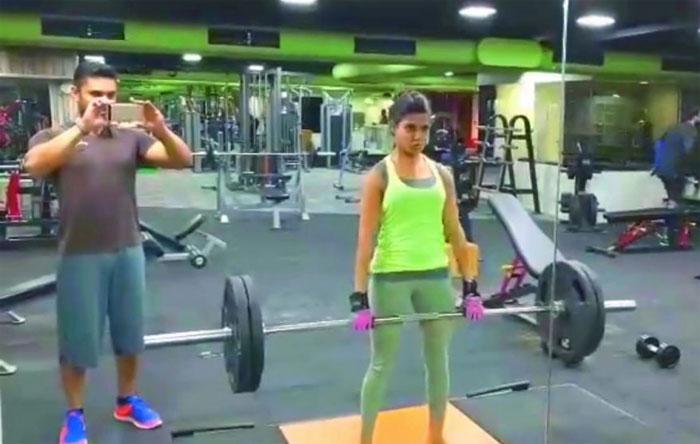 samantha,lifts,100 kilos,weight training,exercise  మామ, భర్తలను భయపెట్టేస్తోన్న సమంత!