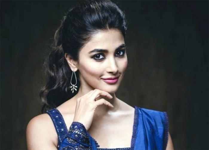 pooja hegde,allu arjun,trivikram srinivas,next movie,select  స్టార్ హీరోలకు ఈ కష్టం తీరేది ఎప్పుడో?