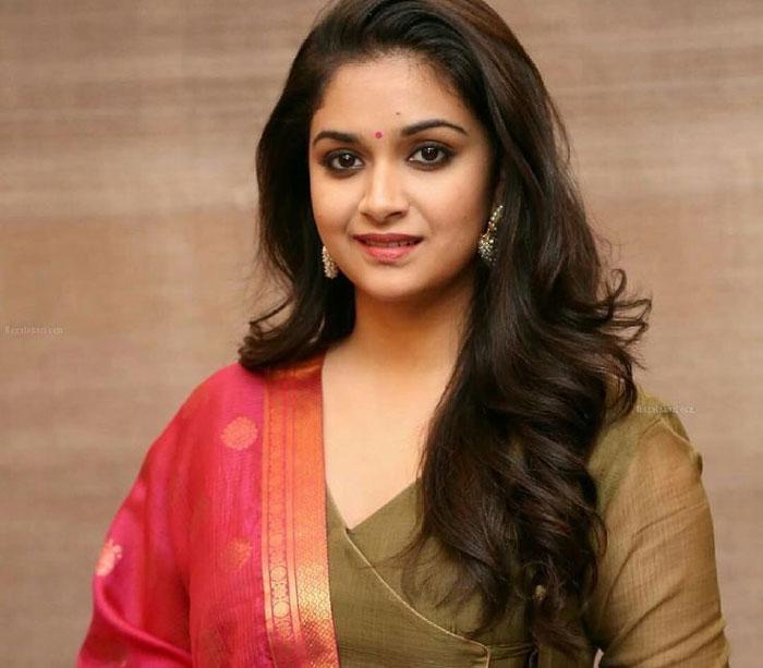 keerthi suresh,priyamani,ajay devgan film bollywood,senior actress  కీర్తి సురేష్ వదిలేసిన పాత్రలో సీనియర్ నటి!